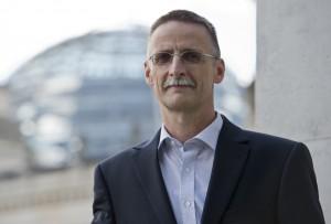 Klaus Morgenstern, Leiter Dienste des Deutschen Instituts fuer Altersvorsorge (DIA), vor dem Reichstag, dem Sitz des deutschen Bundestags in Berlin, (12.09.12).